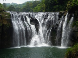shifen-waterfall-706305_1920